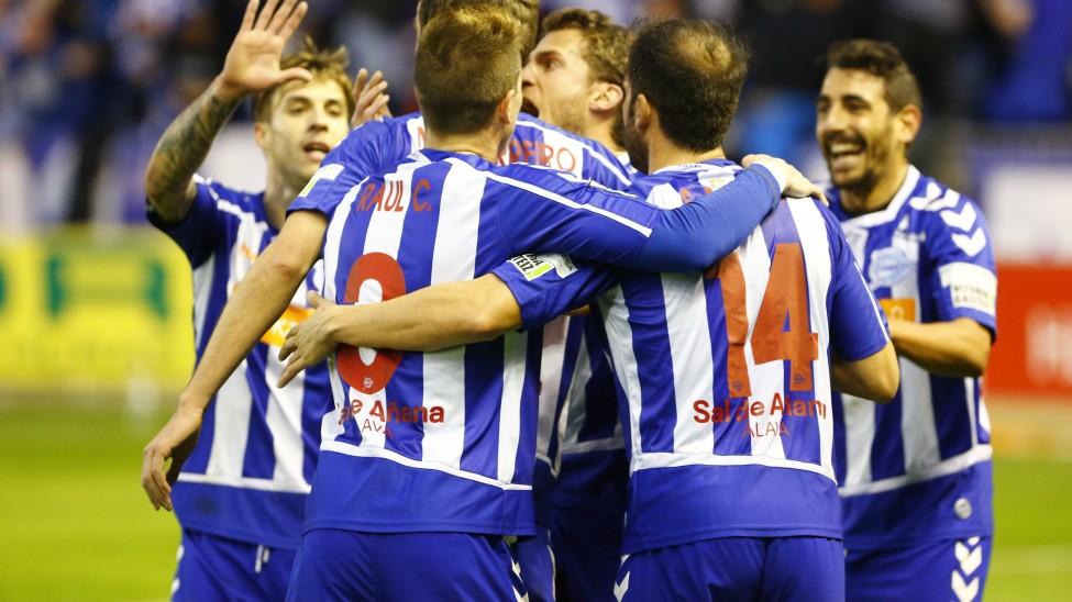 El Alavés lidera en solitario. córdoba, Osasuna, Leganés y Real Oviedo pelean por la otra plaza de ascenso directo.