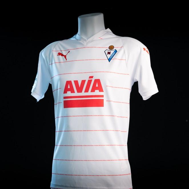SD Eibar y la marca de deportes Puma han dado a conocer hoy las nuevas  equipaciones para la temporada 2018 2019. 470054130f468