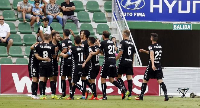El Lugo vence en el Martínez Valero y se acerca a la cabeza de la tabla
