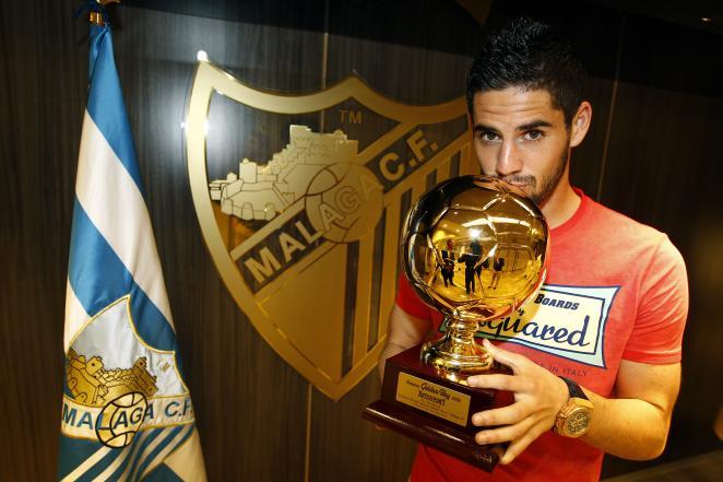 Isco with the Golden Boy Award.