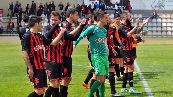 El Reus golea en Santander y tiene pie y medio en la Liga Adelante