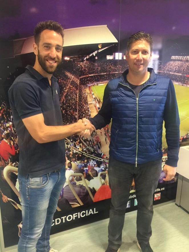 Carlos Ruiz renueva su compromiso con el CD Tenerife