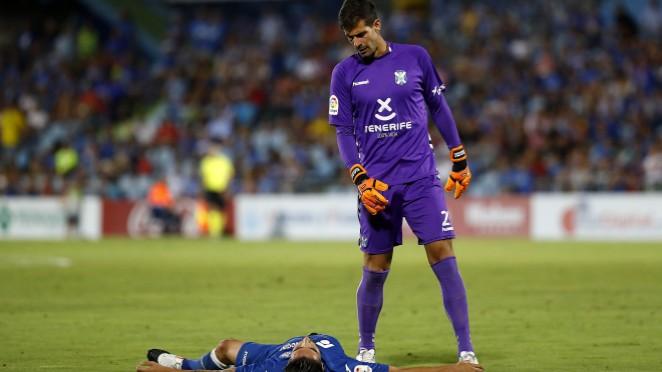 Los jugadores del CD Tenerife muestran su tristeza