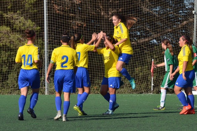 El Cádiz Femenino celebra un gol en la pasada campaña (Foto: CCF).