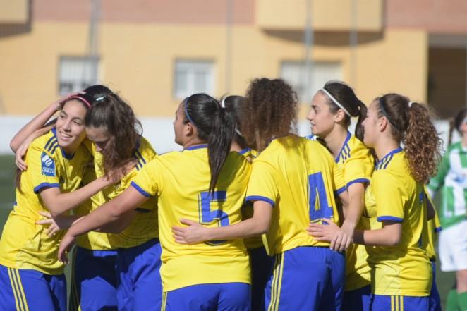 Las jugadoras del Cádiz celebran un gol ante el Sanluqueño (Foto: Cádiz CF).