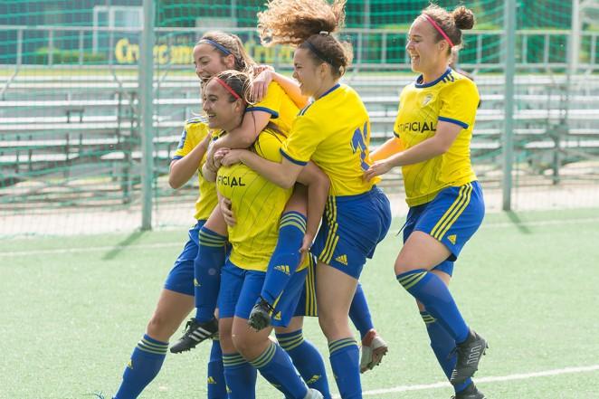 El Cádiz Femenino celebra un gol de la pasada temporada (Foto: CCF).