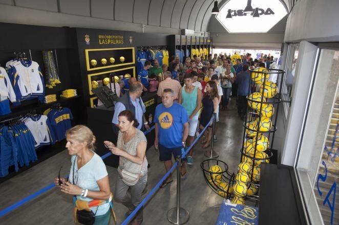 La tienda oficial de la UD Las Palmas abre este domingo desde las 10.00  horas 7fa03467e0e