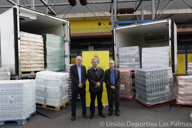 La fundaci n canaria uni n deportiva las palmas hace entrega de los veinte mil alimentos las - Banco de alimentos de las palmas ...