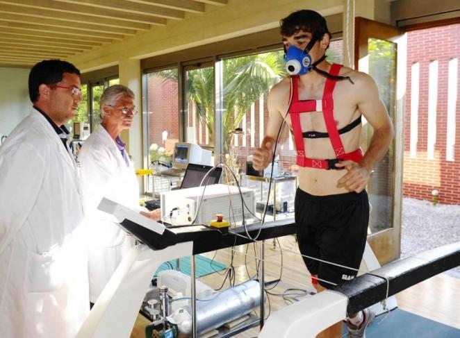 Examen físico- médico a siete racinguistas en el Centro Regional de ...