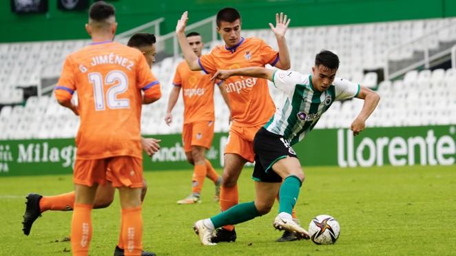 El Rayo afronta en el Fernando Astobiza su primer duelo cántabro en Segunda RFEF