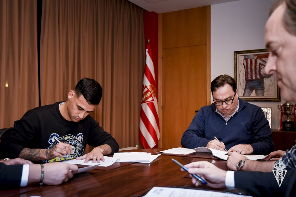 Nano mesa nuevo jugador rojiblanco sporting web oficial for Alexander mesa travieso