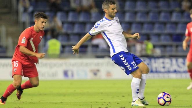 Resultado de imagen de El Tenerife ya tiene vendidas todas las localidades para recibir al Sevilla Atlético