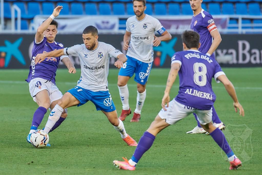 Lance del Tenerife-Sporting en el que lograron su último triunfo